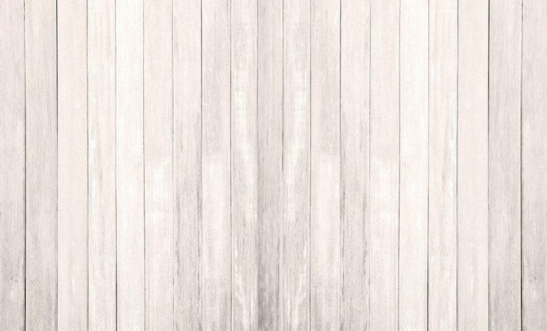 Un parquet immaculé relooké en version scandinave avec de la peinture